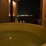 浴槽から見える夜景